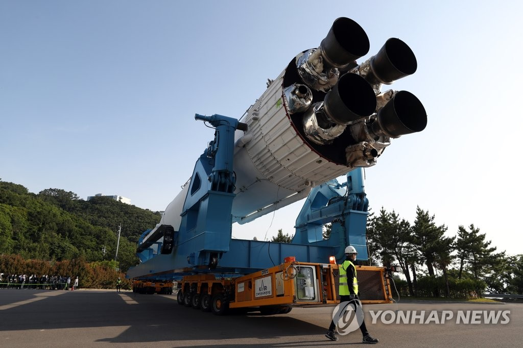 A model of South Korea's space launch vehicle Nuri is being transported to its launch pad at the Naro Space Center in Goheung, 473 kilometers south of Seoul, in this file photo taken on June 1, 2021. (Yonhap)