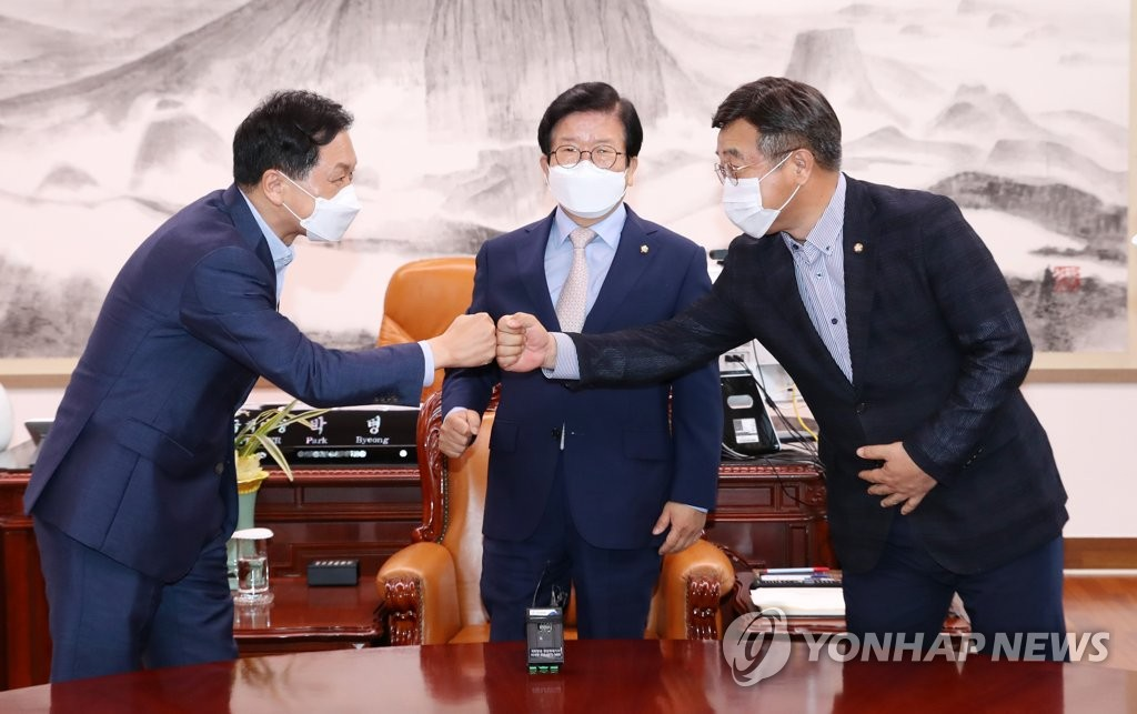 상임위 재배분 난항…'野에 후반기 법사위' 거론(종합) | 연합뉴스