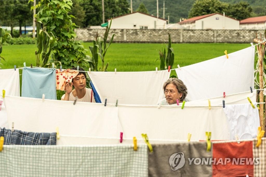 부산국제영화제 개막작 '행복의 나라로'