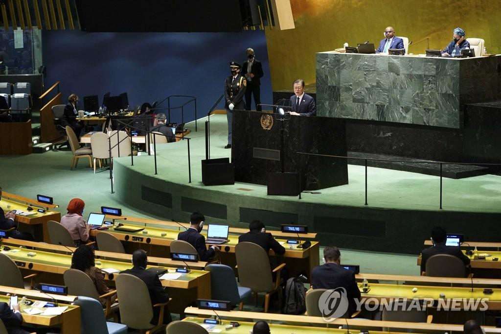 문재인 대통령이 2021년 9월 21일 뉴욕에서 열린 제76차 유엔총회에서 기조연설을 하고 있다. (연합뉴스)